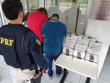 PRF apreende 33 quilos de crack escondidos em carro na BR 282