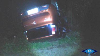 Veículo sai da pista e capota na SC-150 em Lacerdópolis