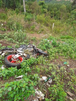 Motociclista morre após saída de pista na SC 135 entre Caçador e Rio das Antas