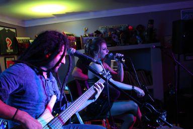 Vídeo! Marine Lima lança seu primeiro single