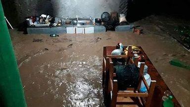 Chuva além do esperado deixa bairros embaixo d'água e causa estragos em SC