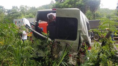 Grave acidente de trânsito envolvendo Van deixa vítimas fatais na BR-282 em Herval
