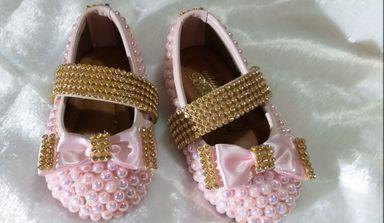 Sapatinho de bebê customizado