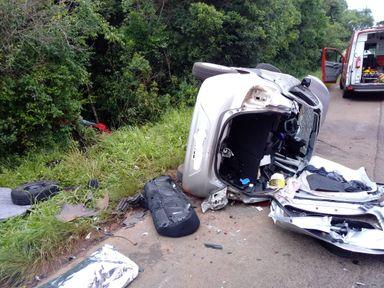 Mulher morre e outras quatro pessoas ficam feridas em acidente na BR 470