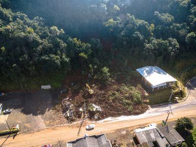 Imagens aéreas mostram como ficou o terreno que desmoronou em Luzerna