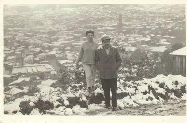 Neve em Joaçaba. Na foto,  M.Luisa e dr. Sergio V Vasconcellos