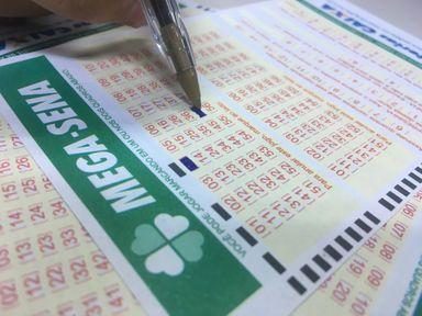 Mega-Sena pode pagar R$ 275 milhões no próximo sábado (11) — Foto: Stephanie Fonseca/G1