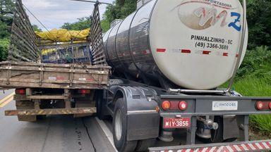 Acidente envolve caminhão e carreta na BR-282 em Herval