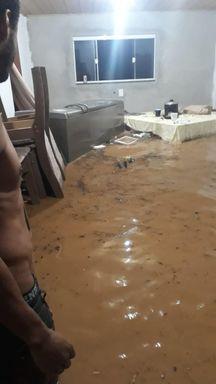 Ao menos 10 pessoas foram encaminhadas para abrigos em Canelinha