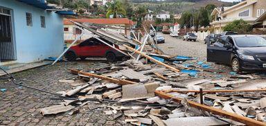 Destruição: Água Doce contabiliza aproximadamente 700 casas atingidas e 11 pessoas feridas pelo tornado