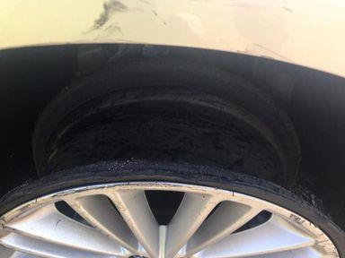Motorista é preso após ser flagrado dirigindo bêbado e com o carro sem um dos pneus em SC