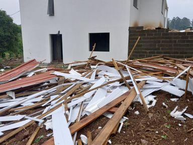 Defesa Civil registra passagem de tornado no Oeste
