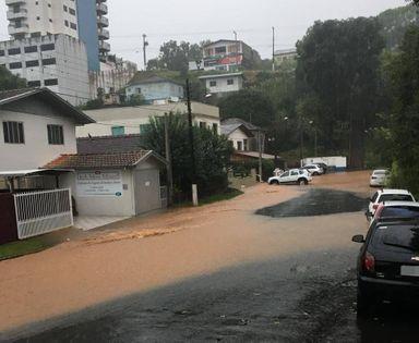 Chuvas causam alagamentos em Luzerna
