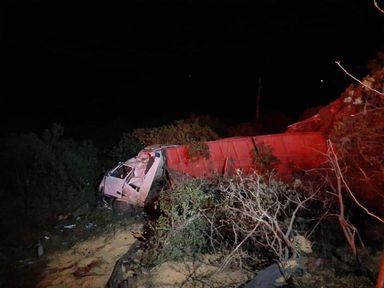 Três pessoas morrem em acidente entre cinco carros e um caminhão na RS 153