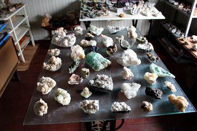 Morador de Herval d´Oeste cria museu em casa, reunindo peças raras e históricas