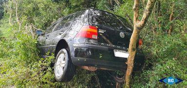 Saída de pista deixa três jovens feridos em Capinzal