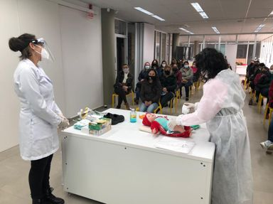 """Professores de Educação Infantil da Rede Municipal de Ensino de Joaçaba realizam capacitação sobre """"Higiene e Cuidados Específicos e Manejo"""""""