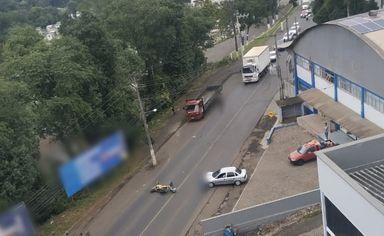 Jovem fica gravemente ferido em acidente na Avenida Caetano Branco em Joaçaba