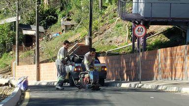 Após acidente, buracos de rua recém pavimentada em Joaçaba são tapados