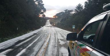 Congelamento da pista bloqueia trafego em algumas rodovias de SC
