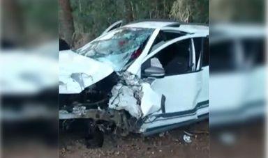 Motorista perde o controle da direção e colide em árvore em Joaçaba