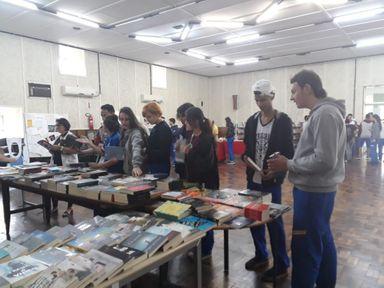 Escola Governador Celso Ramos realiza Feira do Livro e Café com Poesia