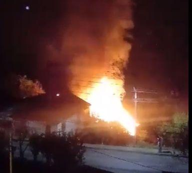 Incêndio destrói residência em Herval d' Oeste