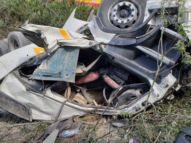 Caminhão da Aurora capotou em Campos Novos na tarde desta terça-feira, 03