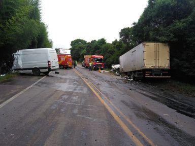 Duas pessoas morrem em acidente na BR 470
