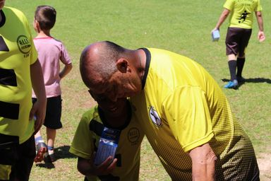Alegria! Escolinha de futebol faz festa para a criançada em Herval