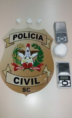 Duas pessoas são presas por tráfico de drogas em Joaçaba