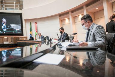 Comissão aprova por unanimidade relatório que pede impeachment do governador Moisés