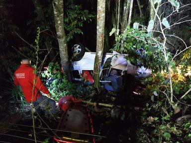 Jovem perde o controle da direção e capota carro na SC-154