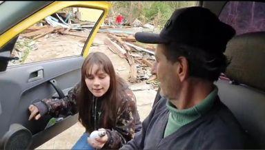 Filha encontrou uma lâmpada em meio aos escombros