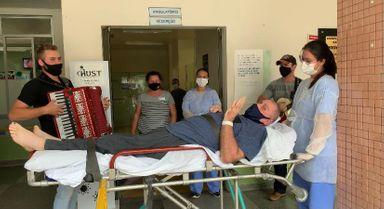 Após 65 dias de internação no Hust paciente vence a covid-19