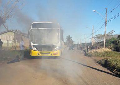 Ônibus do transporte coletivo tem princípio de incêndio em Joaçaba