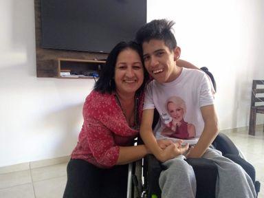 """""""Vale a pena ter um João em sua vida"""", conheça a história da hervalense que adotou um menino com diagnóstico de paralisia cerebral"""
