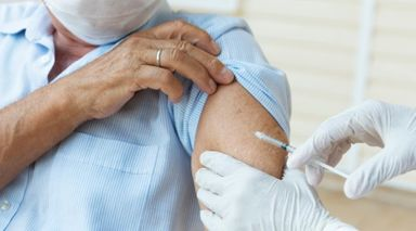 Joaçaba inicia aplicação de dose de reforço da vacina contra Covid em idosos de 70 anos ou mais e pessoas com alto grau de imunossupressão