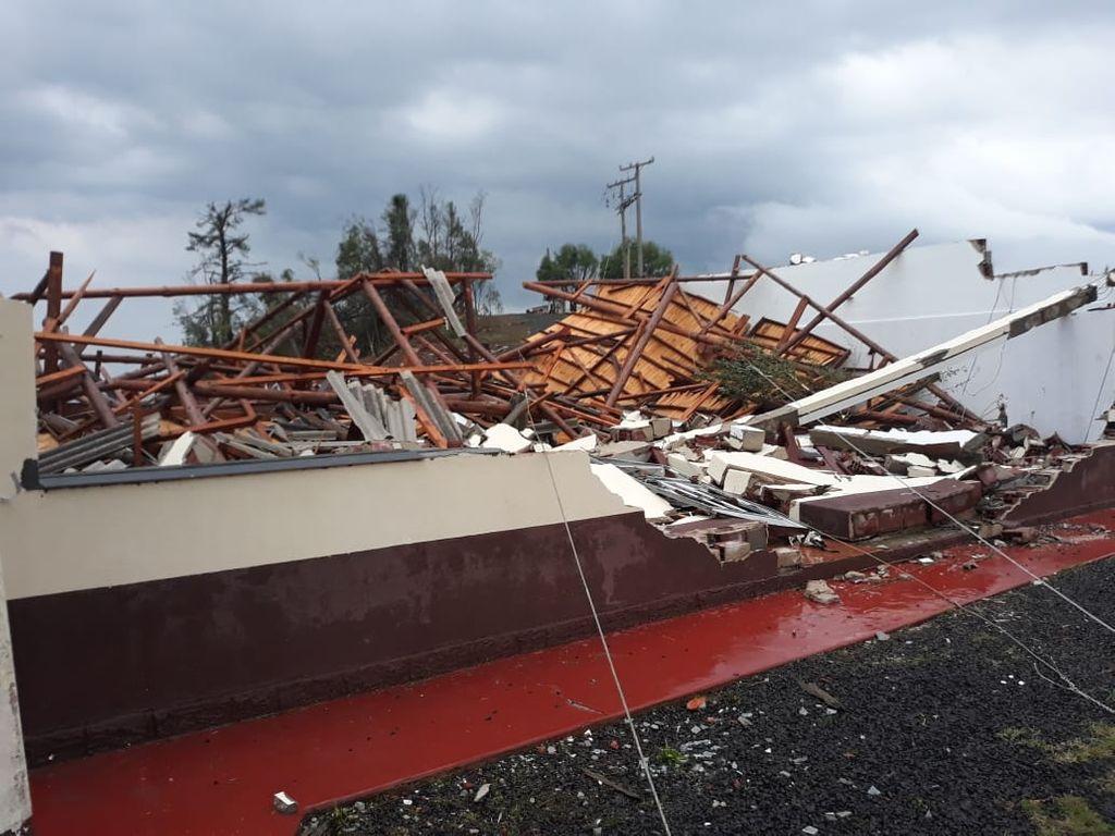 Temporal destrói estruturas no interior de Ibicaré