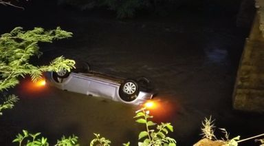 De acordo com a PM, seis pessoas estavam dentro do veículo. — Foto: Ivânia Bonatto/Diário da Informação